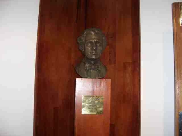 Bust of derek hudson unveiled at zimbabwe academy of music for Mirror zimbabwe